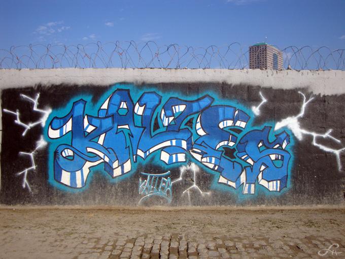 Graffitis le long du canal Saint-Denis (1/6)