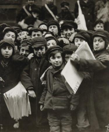 Enfants vendant des journaux à New-York 1910
