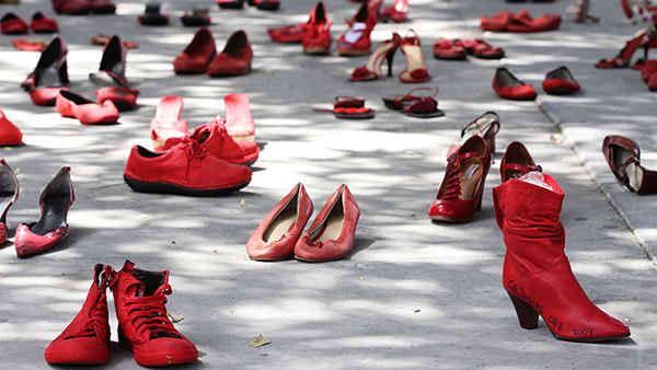 elina-chauvet-zapatos-rojos